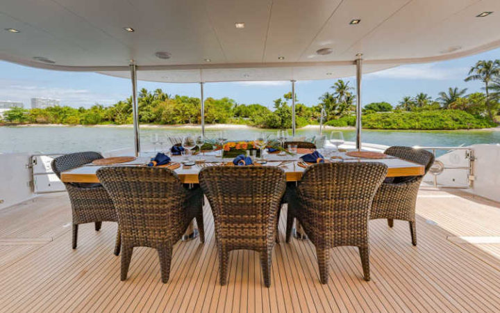 MUCHO GUSTO power catamaran yacht charter aft-deck