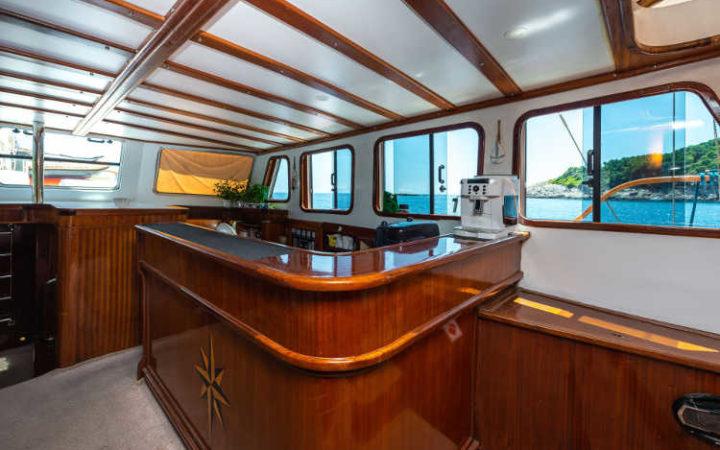 sirena gulet yacht charter bar