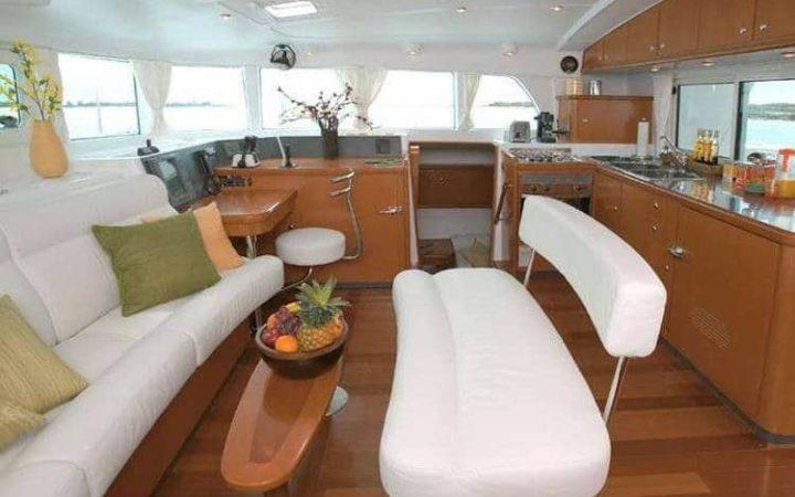 ALIZÉ catamaran yacht charter saloon